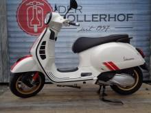 Piaggio Vespa GTS 300 Racing Sixties