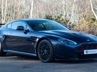 "Aston Martin V12 Vantage S ""Red Bull Racing"""