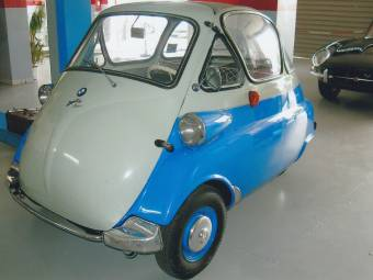 BMW Isetta hunting car