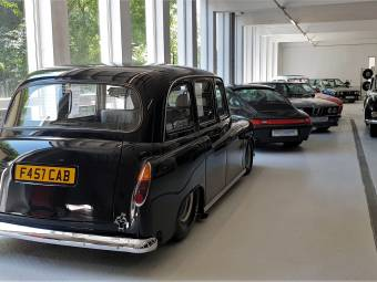 Carbodies FX 4 R London Taxi