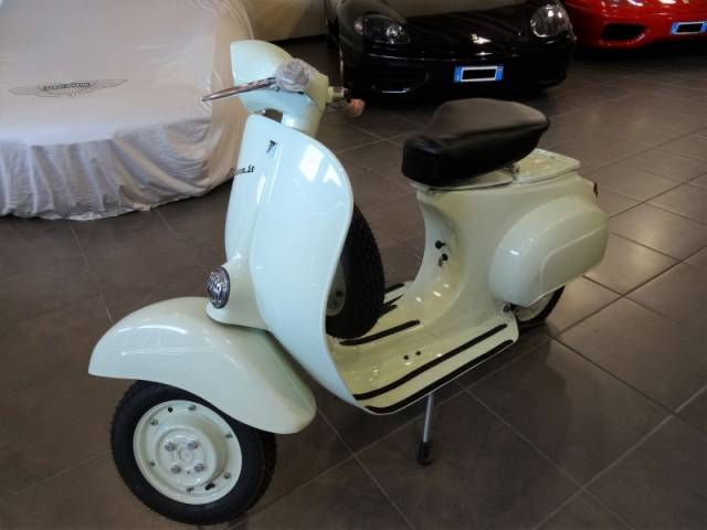 piaggio vespa 50 1964 in vendita a eur. Black Bedroom Furniture Sets. Home Design Ideas