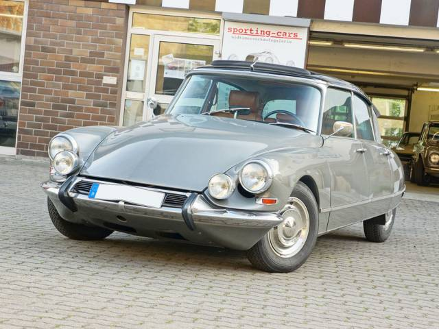 Citroën DS 21 Pallas - CLASSIC STYLE AND PASSION FOR MORE THAN 27 YEARS