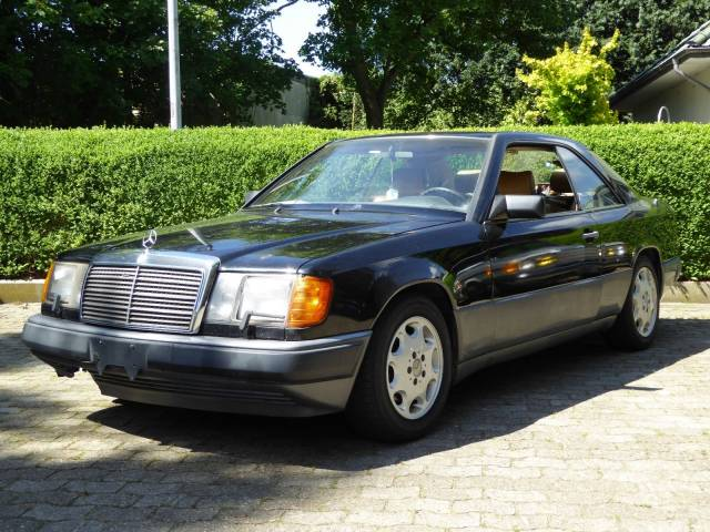 For Sale: Mercedes-Benz 300 CE (1989) offered for GBP 3,565