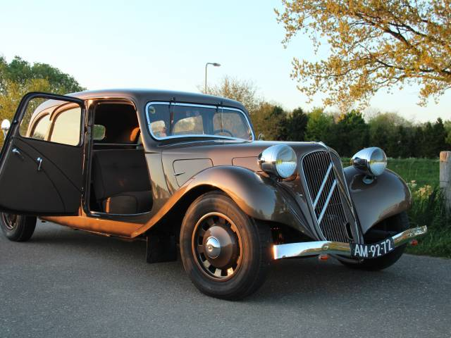 annonce citroen traction avant d 39 occasion de 1939 29 500. Black Bedroom Furniture Sets. Home Design Ideas