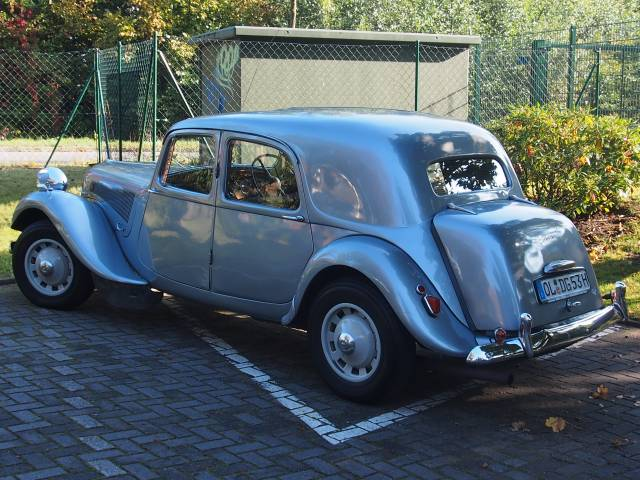 citroen traction avant d 39 occasion de 1954 55 000 km 25. Black Bedroom Furniture Sets. Home Design Ideas
