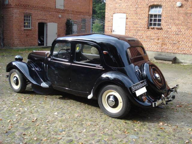 annonce citroen traction avant d 39 occasion de 1952 28 500. Black Bedroom Furniture Sets. Home Design Ideas