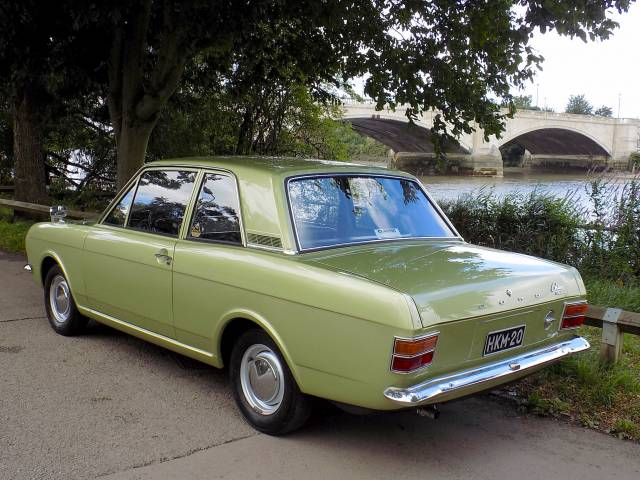 For Sale: Ford Cortina 1600 Deluxe (1970) offered for GBP 12,995
