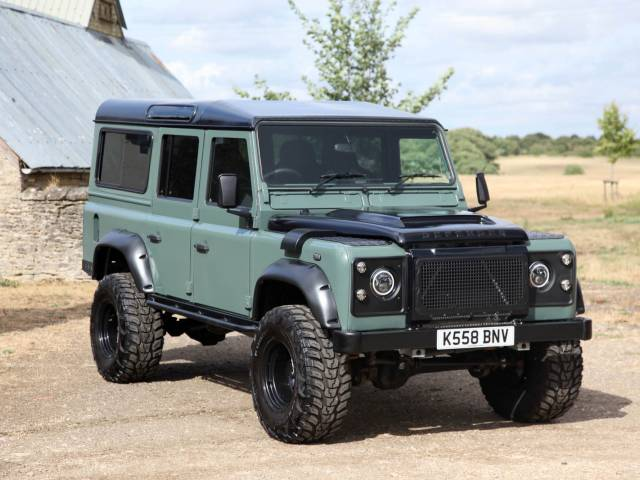 Land Rover Defender 110 - 1993 Land Rover 110 V8 Station Wagon Special Project
