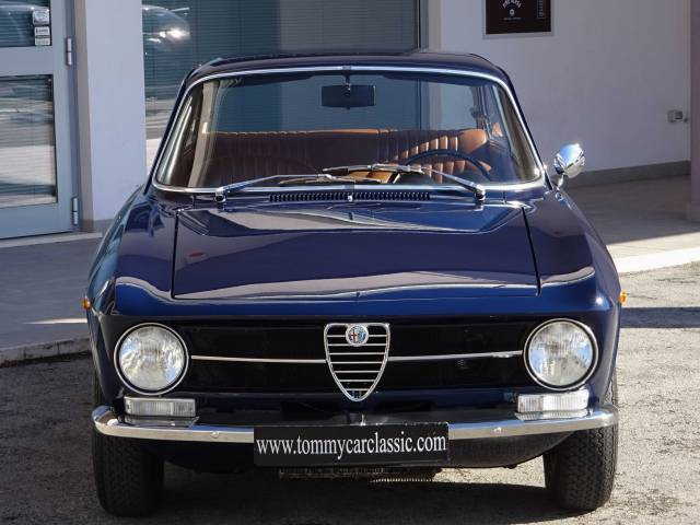 annonce alfa romeo giulia d 39 occasion de 1971 5 000 km. Black Bedroom Furniture Sets. Home Design Ideas