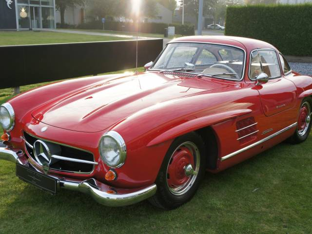 mercedes benz 300 sl papillon 1955 en vente pour 1 390 000 eur. Black Bedroom Furniture Sets. Home Design Ideas