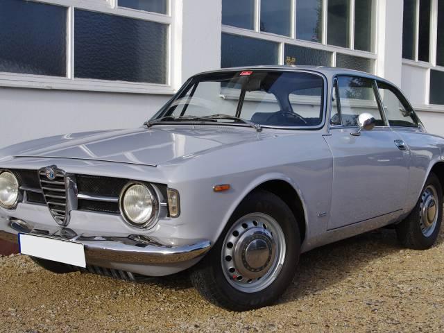 8fa4baa015 For Sale  Alfa Romeo Giulia GT 1300 Junior (1967) offered for GBP 29