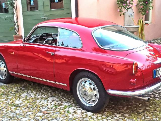 annonce alfa romeo giulietta d 39 occasion de 1957 6 500 km. Black Bedroom Furniture Sets. Home Design Ideas