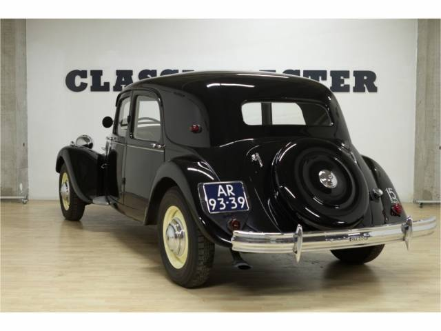 citroen traction avant d 39 occasion de 1950 5 207 km 37 950. Black Bedroom Furniture Sets. Home Design Ideas