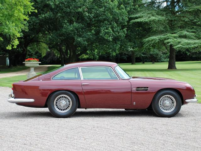 used aston martin db 5 of 1964. Black Bedroom Furniture Sets. Home Design Ideas